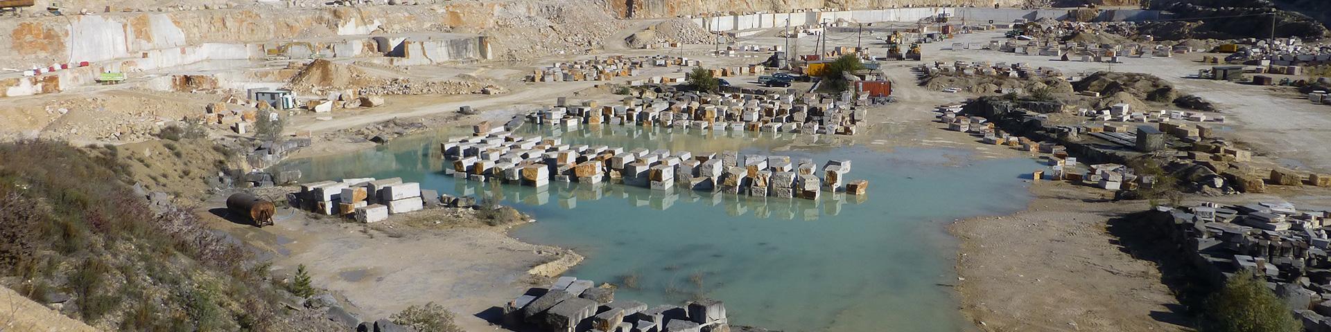 Vue d'ensemble de la carrière de calcaire marbrier, Côte-d'Or