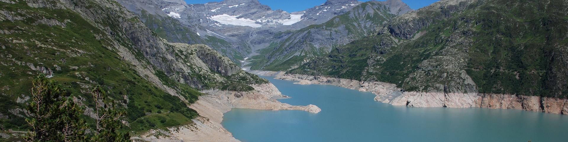 Le lac du barrage franco-suisse, Suisse