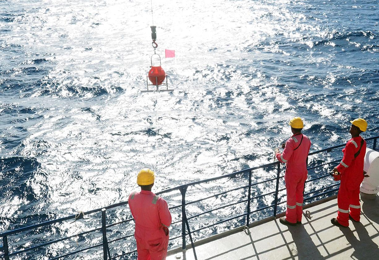 Launching of an underwater seismic station